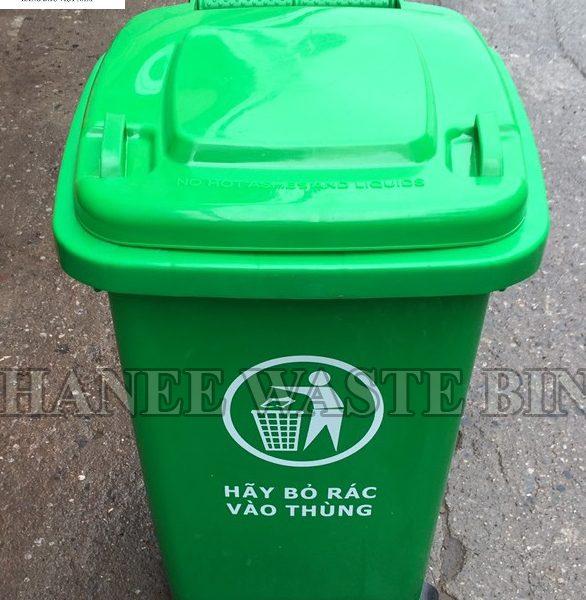 thung rac 60 lit banh xe mau xanh